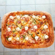 Αφράτη σπιτική πίτσα στο ταψί με ζύμη από φοκάτσια - www.olivemagazine.gr Hawaiian Pizza, Vegetable Pizza, Vegetables, Food, Essen, Vegetable Recipes, Meals, Yemek, Veggies