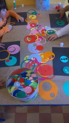Collage de ronds en maternelle the dot day manipulation maternelle
