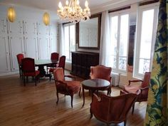 Apartment Lepic Paris Set 500 metres from Sacr?-Coeur and 1.7 km from Op?ra Garnier, Apartment Lepic offers accommodation in Paris. The apartment is 2.7 km from Tuileries Garden. Free WiFi is featured throughout the property.