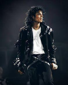 Michael Jackson Bad Tour, Make Up Cosmetics, Janet Jackson Rhythm Nation, Mj Bad, King Of Music, The Jacksons, Fashion Jackson, Beautiful Person, Chris Brown