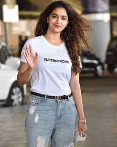 Simple Outfits, Chic Outfits, Fashion Outfits, Work Outfits, Indian Actress Images, Beautiful Indian Actress, White Tee Shirts, White Tees, Indian Bollywood Actress