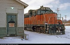 High quality photograph of Chicago, Milwaukee, St. Paul & Pacific EMD # MILW 979 at Portage, Wisconsin, USA. Train Wallpaper, Milwaukee Road, Railroad Photography, Train Pictures, Diesel Locomotive, Round House, Chicago, Donkeys, Train