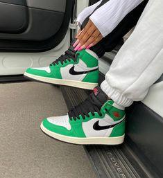 Tenis Nike Air, Nike Air Shoes, Green Nike Shoes, Nike Green, Green Jordans, Air Jordans, Shoes Jordans, Green Sneakers, Sneakers Nike