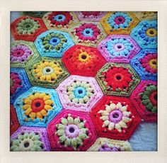 Flower hexagon, free pattern in English and Dutch by Isolde of Everyday Life, thanks so for sharing xox