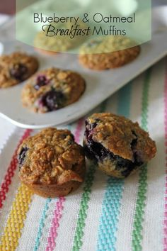 Healthy Blueberry Oatmeal Mini Breakfast Muffins: substitute 1 c oatbran, c oats, c flour for the 2 c flour; 1 c milk for the almond milk; fresh for frozen blueberries Oatmeal Breakfast Muffins, Oat Bran Muffins, Blueberry Oatmeal, Healthy Desserts, Baking Recipes, Diet Recipes, Breakfast Recipes, Delish, Yummy Food