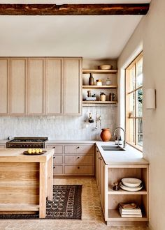 Room of the Week :: Warm Woods & Old World Accents In this Minimal Kitchen - coco kelley - Design della cucina Studio Kitchen, Home Decor Kitchen, Kitchen Interior, New Kitchen, Home Kitchens, Dream Kitchens, Square Kitchen, Small Kitchens, Kitchen Layout