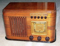 Vintage Crosley Wood Table Radio With Pushbuttons, Model Number Unknown, Made In USA.