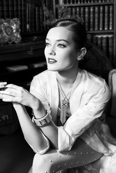 Chanel shows you one day in Café Society with the latest high jewelry collection : Luxurylaunches Chanel Couture, Chanel Chanel, Fall Jewelry, High Jewelry, Jewelry 2014, Jewellery, Luxury Jewelry, Café Society, High Society