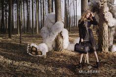 """Mulberry recriou o cenário do filme """"Onde Vivem Os Monstros"""" para sua campanha Inverno 2012, estrelada pela top Lindsey Wixson. As fotos são de Tim Walker"""
