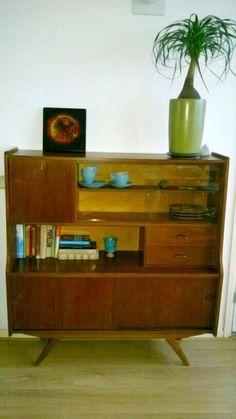 Maak je #kamer gezellig en sfeervol met een #vintage #dressoir of #wandkast