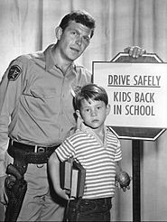 Publicity photo of Andy Griffith and Ron Howard from the television program The Andy Griffith Show. The photo was to remind people when the show would return to the air with new episodes and to be careful driving because it was now school time. Barney Fife, The Andy Griffith Show, Ron Howard, Television Program, Television Tv, Vintage Television, Child Actors, Old Tv Shows, Vintage Tv