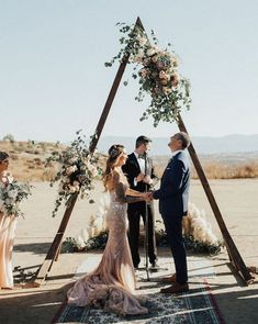 Hochzeitsthemen Glam And Boho Ranch Wedding In Blush Tones Wedding Ceremony Ideas, Wedding Trends, Arch Wedding, Wedding Dresses, Wedding Ceremonies, Outdoor Ceremony, Wedding Backdrops, Wedding Tips, Wedding Aisles