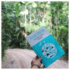 A bit of green for St. Pat's Day ☘️ .  ☘️  ➖Book available through the site link in bio above. .  ☘️  . ☘️  .  #fraserisland #findingyourpath #books #stpatricksday #entrepreneur  #graduation #instagood #positivepsychology #positivevibes #happiness #pa