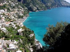 Walking along the world's most beautiful coast, from Amalfi to Positano, with visits of Ravello and Capri Beautiful Places To Visit, Oh The Places You'll Go, Places To Travel, Honeymoon Spots, Vacation Spots, Amalfi Coast Positano, Positano Italy, Villa Amalfi, Naples Italy