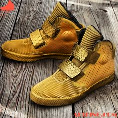 The Crescent City Pack's Nike Flystepper 2K3 is a unique version of the Flystepper in that the frontal area makes use of the same texture seen on the rear panels of the Red October Air Yeezy 2. In ...