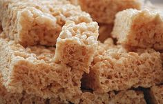 10 delicious and simple recipes to make your Rice Krispies treats even tastier and more fun. Try Nutella treats, peanut butter treats, fun shapes, and more. Crispy Treats Recipe, Rice Crispy Treats, Yummy Treats, Krispie Treats, Sweet Treats, Healthy Treats, Healthy Eating, Thermomix Desserts, Köstliche Desserts