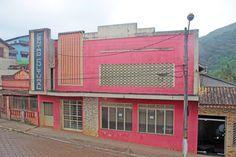 O Centro Cultural de Apiaí. Parece mesmo com um cinema. Com as características das primeiras décadas do século 20.