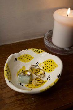 Diy Clay, Clay Crafts, Diy And Crafts, Arts And Crafts, Ceramic Clay, Ceramic Pottery, Pottery Art, Clay Plates, Keramik Design