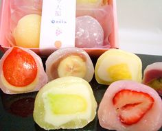Made by OKAMAN HONPO, located at TOKUSHIMA prefecture. OKAMAN HONPO has over 100 year's history for Japanese style confection making. It is made with fresh fruits filled in DAIFUKU.