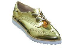 Compre agora Tênis Oxford Feminino Dourado com uma super promoção, um dos calçados que caiu nas graças das mulheres com seu design moderno e cheio de charme. Confira!