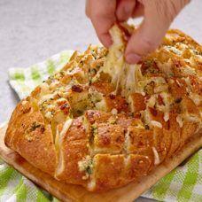 Pão Italiano com Queijo Derretendo