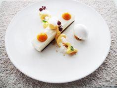 Τάρτα λευκής σοκολάτας με λάιμ,κρεμέ πάσιον,σφαίρες μάνγκο,χιόνι απο μαλιμπού και σορμπέ καρύδας...