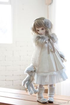 BJD  If I were still making dolls, I would have to make her!  Beautiful!