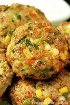 Chicken, Zucchini and Fresh Corn Burgers | thecafesucrefarine.com