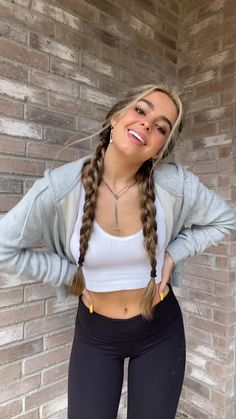 addison rae on TikTok Girl Outfits, Casual Outfits, Cute Outfits, Fashion Outfits, Foto Casual, Looks Black, Famous Girls, Girl Photography Poses, Grunge Hair