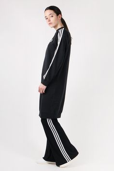 Adidas OriginalsFlared Pants - blackSizing: Regular - shop to sizeMaterial: 95% polyester, 5% elastane- Size 36 inseam- Adjustable elastic waistband- Classic flared pants- Embroided trefoil on hip- Pleated, stretch fabricElla wears top by Rollas and shoes by Adidas Originals