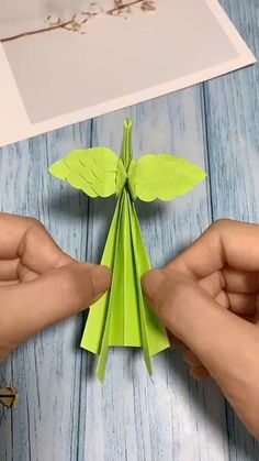 Instruções Origami, Paper Crafts Origami, Easy Paper Crafts, Diy Arts And Crafts, Creative Crafts, Paper Crafting, Crafts For Kids, Origami Videos, Origami Butterfly