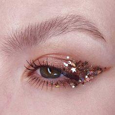 Maquillaje con glitter - Make Up Makeup Hacks, Makeup Goals, Makeup Inspo, Makeup Inspiration, Beauty Makeup, Hair Makeup, Makeup Ideas, Makeup Eyeshadow, Gem Makeup