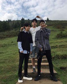 oh, ulzzang, my love Korean Best Friends, Old Best Friends, Great Friends, Cute Asian Guys, Asian Boys, Asian Men, Ullzang Boys, Cute Boys, Korean Boys Ulzzang