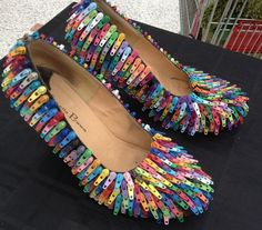 Zipper tabs applied to shoes. Unique Fashion, Diy Fashion, Ideias Fashion, Fashion Shoes, Paper Fashion, Funky Shoes, Crazy Shoes, Me Too Shoes, Recycled Costumes