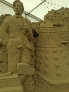 Doctor Who sand art sculpture. This is great and has an incredible likeness to the Doctor!