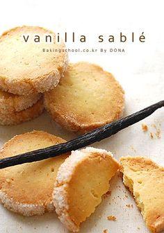 바닐라 사브레 Biscuit Cookies, No Bake Cookies, Asian Desserts, Sweet Desserts, Korean Bread Recipe, Cookie Desserts, Dessert Recipes, True Food, Bread Cake