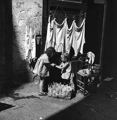 Italian Vintage Photographs ~ ~ Wayne Miller - Naples, Italy S) Antique Photos, Vintage Photographs, Old Photos, Vintage Photos, Wayne Miller, Vintage Italy, Naples Italy, Magnum Photos, Illustrations