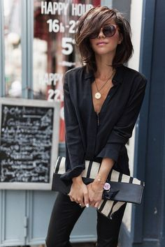 Fashion Trends for Summer 2019 Parisian Style - Click the pic for more inspo from ParisParisian Style - Click the pic for more inspo from Paris Looks Chic, Looks Style, Meyer Mode, Medium Hair Styles, Short Hair Styles, Outfits With Short Hair, Mode Outfits, Fashion Outfits, Fashion Hair