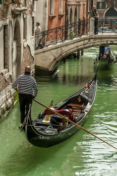 The Gondolier by David Bradbury Places To Travel, Places To See, Gondola Venice, Venice Painting, Road Trip Europe, Best Of Italy, World Pictures, World Photography, India Travel