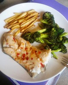 Haddock with sweet chilli sauce parsnip chips & broccoli #dinner #fish #haddock #brainfood #broccoli #greens #parnsipchips #lowcarb #veggies #eatclean #eathealthy #clean #instafood #instahealth by eat.avocado