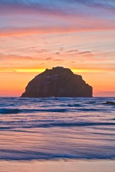 ✯ Face Rock in Bandon, Oregon during sunset.