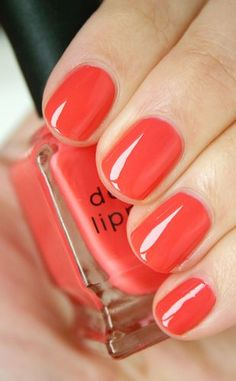 60 Nail Designs For Short Nails - 42. Glossy Coral - Sometimes the simplest nail design can have the greatest impact. Coral nail polish looks so sleek and stylish when topped with an extra glossy layer.