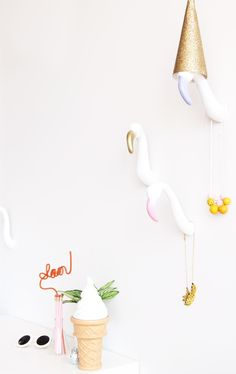 DIY Flamingo Wall Ho
