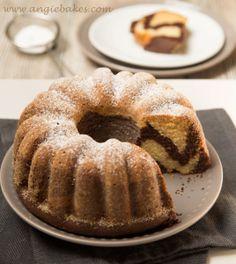 Nedeľa bez nejakého fajného koláčika snáď ani nemôže byť. Neskoré raňajky a potom som sa pustila do pečenia tejto super chutnej bábovky. Receptom som sa inšpirovala na internete a už len surové ces…