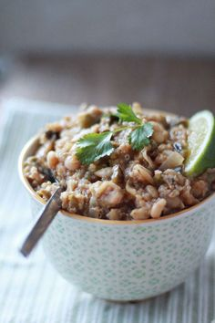 Slow Cooker Quinoa White Chili With Roasted Poblanos | 19 Delicious Slow Cooker Recipes With No Meat