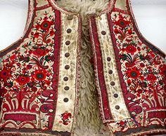 Folk Embroidery Hungarian folk embroidery More - Hungarian Embroidery, Folk Embroidery, Learn Embroidery, Butterfly Embroidery, Shirt Embroidery, Modern Embroidery, Floral Embroidery, Chain Stitch Embroidery, Embroidery Stitches