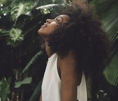 Como manter o cabelo livre do frizz Pinterest ☆   Revista Afrodite☆ #cuidados #estilo de vida #carreira #mulheres #negócios #bloggirl #revista #receitas #cozinha #ideias #moda #ooth #moda inverno #moda verão #tendencias #sapatos #girlboss #classy #semana de moda #street style #beleza #produtos de beleza #maquiagem #pele #cabelos #cuidados #unhas #cremes #proteção #saude #girl #girl tumblr #character inspiration #photograph #luxury #travel #saúde #culinária #edições #capas #artigos