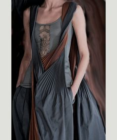 Something about this dress is so striking...I think it the knifed accordion pleats of the scarf  (via Yohji Yamamoto F/W '13)