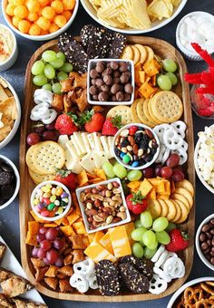 to Make a Sweet and Salty Snack Board Sweet and Salty Snack Board-the perfect party food for easy entertaining.Sweet and Salty Snack Board-the perfect party food for easy entertaining. Snacks Für Party, Appetizers For Party, Appetizer Recipes, Individual Appetizers, Food For Parties, Birthday Snacks, Party Food For Kids, Kid Friendly Appetizers, 70th Birthday Parties