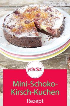 Von diesen köstlichen Mini-Schoko-Kirsch-Kuchen backt man am besten gleich mehrere, denn sie sind ruckzuck aufgefuttert. Das Rezept! #backen #rezept #kirschkuchen #obstkuchen #schokokuchen #schokoladenkuchen #kirschen #fuersiemagazin Cereal, Muffins, German Recipes, Chocolate Cakes, Breakfast, Mini, Food Porn, Cherry Tart, Fruit Tarts